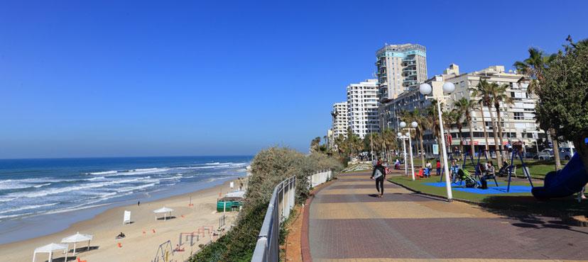 """Bat Yam, Israel's """"new Riviera"""" (image © nezek)"""